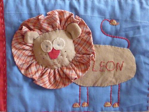 "Leon quilt det. • <a style=""font-size:0.8em;"" href=""http://www.flickr.com/photos/35733879@N02/4199799501/"" target=""_blank"">View on Flickr</a>"