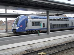 Gare d'Amiens - Arrivée à quai ... (gueguette80 ... Définitivement non voyant) Tags: france french gare railway bahnhof trains railwaystation bahn amiens picardie sncf ter quais somme automoteur