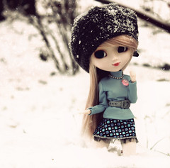 Yoko - Pullip Aquel  (Chrii Chrii) Tags: new schnee winter red white snow cute rot love beautiful germany bigeyes big eyes lashes eyelashes adorable lips chips m clothes sparkle explore glossy planning wig only chip pullip lovely blau yoko 27 pullips jun aquel darkblue neckless christof outsite weis obitsu junplanning winterlove explored blueclothes chrii rewigged rechipped pullipaquel chriichrii