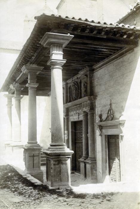 Atrio de Santo Domingo el Real en junio de 1905. Fotógrafo anónimo. Colección Luis Alba. Ayuntamiento de Toledo