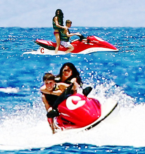 selena gomez and justin bieber at the beach in hawaii. Justin Bieber And Selena Gomez