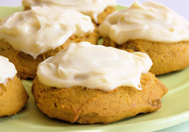 sophistimom – pumpkin cookies with cream cheese frosting