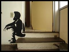 (Lucas Pedruzzi) Tags: city cidade brazil streetart art brasil puerta arte portoalegre garoto ciudad urbanart sentado urbano trem poa rs artes menino riograndedosul sul citt metr
