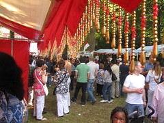 Crowds through beads
