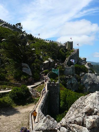 Lienzo de muralla principal del Castelo; la Torre Real quedaría arriba a la izquierda. Se puede ver todo en esta foto.