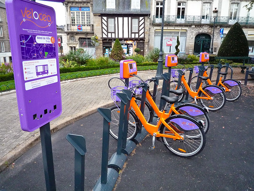 The colourful Vélocéa public bike hire scheme in Vannes. Photo: Asbjørn Floden