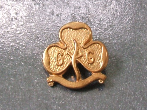 Three trefoils · Guide Promise badge from 1985
