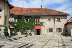 Blejski grad - Patio (manolovega) Tags: canon san bled slovenija grad castillo eslovenia martn blejski canon40d manolovega