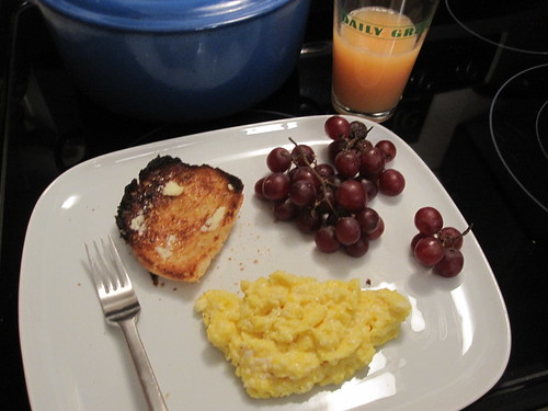 Toast, scambled eggs, grapes and juice at home