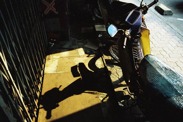 电单车的倒影
