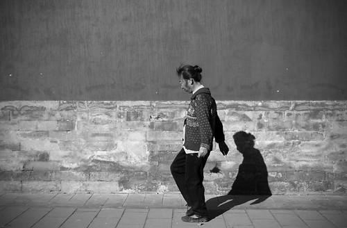 lady kicking jianzi