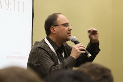 Fouad Masri speaking to students at Urbana '09.