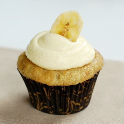 Banana Cupcakes with Pastry Cream
