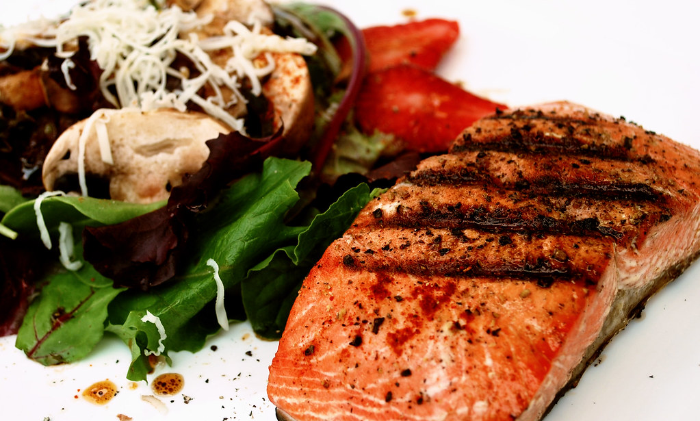 SE Grilled Salmon Salad