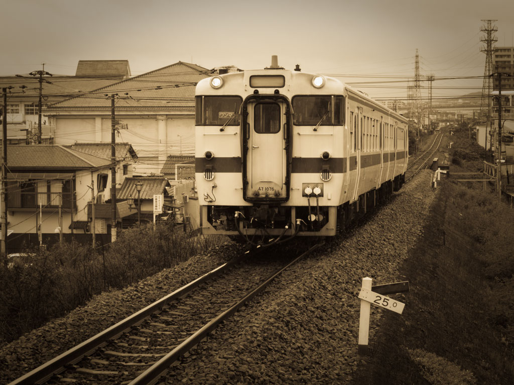 JR Kiha47 diesel trains at Kashii Line