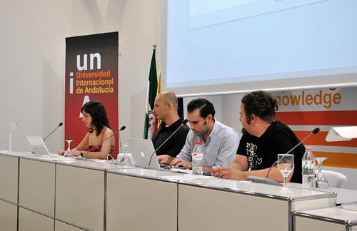Participantes en la mesa redonda sobre redes sociales