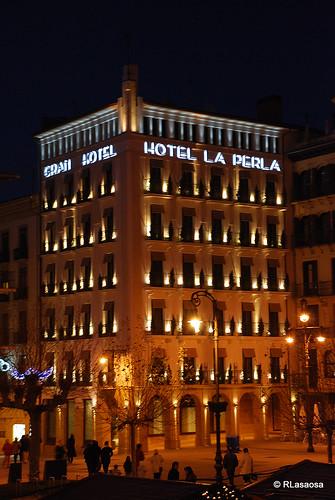 Fachadas del «Gran Hotel La Perla» a la Plaza del Castillo y a la Calle Chapitela