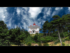 Yaquina Bay Lighthouse - HDR (David Gn Photography) Tags: sea sky clouds oregon lighthouses historic pacificocean newport oregoncoast hdr interestingness3 photomatix yaquinabaylighthouse pacificnorthwestcoast canonpowershotsx1is explore31jul09