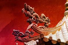 fire dragons (ion-bogdan dumitrescu) Tags: red texture wall fire singapore dragon bell chinese ding thianhockkengtemple bitzi summer09 ibdp mg6801 thetempleofheavenlyhappiness findgetty ibdpro wwwibdpro ionbogdandumitrescuphotography