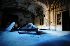 finally. (artsy_T) Tags: blue thankyou detroit piano finally urbex whatagreatday brianandbilly you2rock