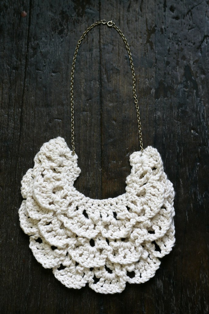 Crochet Tutorial Necklace : Common Thread - how to make a crochet bib necklace // pattern