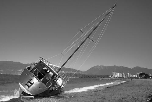 Bateau échoué sur Kits Beach