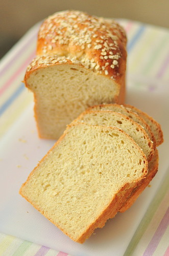 Weekend Project #4: Braided Banana-Oatmeal Tangzhong Bread Loaf 香蕉燕麥湯種土司