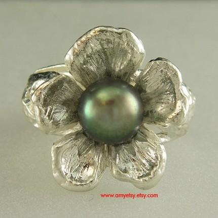 Birdhouse silver ring black pearl