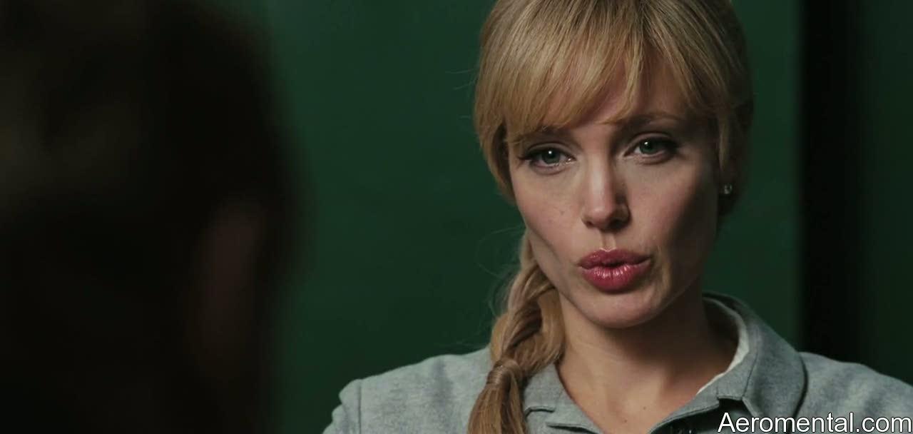 Angelina Jolie Salt labios gruesos