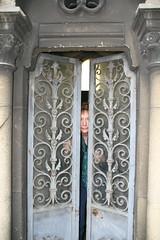 2009-11-21-PARIS-PereLachaiseCemeterie5-P-inside2