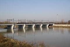 Minitour - 5 (Maurizio Zanella) Tags: bridge river italia fiume trains ponte railways fs alessandria trenitalia ferrovia treni tanaro e402b175 carrozzapilotaz fb9807