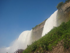 American Falls & Bridal Veil Falls (lbrl52) Tags: niagarafalls bridalveilfalls americanfalls caveofthewinds