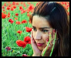 La esfinge (Carlos San Gil) Tags: flowers woman mujer model eyes chica femme modelo amapolas coquelicots