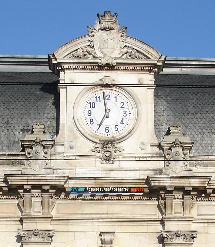 Horloge du fronton de la gare SNCF de Bordeaux Saint-Jean