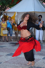Belly dancer (LusoFox) Tags: red woman rot portugal girl smile rouge dance dancing mulher medieval feira vermelho belly tanz bellydance sorriso sonrisa algarve bellybutton dana rosso silves lcheln umbigo rapariga danadoventre canonefs1755mmf28isusm canoneos40d ilustrarportugal yourcountry