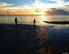 mother and child 2 (kim') Tags: sunset seascape beach silhouette nikon child philippines mother motherandchild misamisoriental cagayandeoro initao nikond40 citrit goldstaraward kimoblimar hapitananbeach
