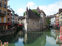 Palais de l'Isle (jaggystu71) Tags: sun france annecy sunshine river french canal warm honeymoon bridges oldbuildings francelandscapes theunforgettablepictures