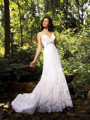 Choice of colors for a luxurious wedding dress.