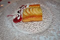 Tarta de manzana tibia con nata líquida