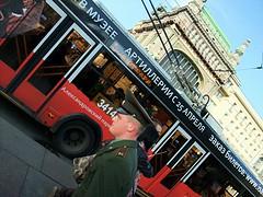 Galones (Artvideo Studio · Olesya & Luis Terleiro) Tags: street bus calle strada russia streetphotography militar finepix fujifilm autobus rusia sanpetersburgo улица