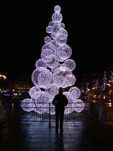 Pete with funky Christmas tree