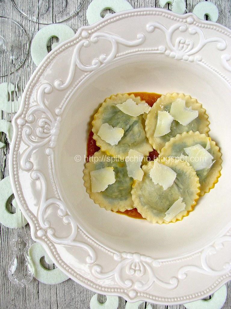 Ravioli di cavolo nero e castagne su crema di zucca