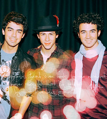 Jonas Brothers (anjaaa ! ) Tags: adam photoshop joseph paul design europe kevin tour graphic little brothers nick joe mg nicholas jonas bit 2009 longer greet lovebug a jerrymeet