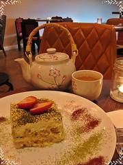 café display (-l.i.l.l.i.a.n-) Tags: café cake tiramisu greenteatiramisu