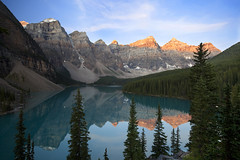 Moraine Lake (Claire Chao) Tags: summer mountain canada sunrise rockies dawn nationalpark alberta banff banffnationalpark morainelake canadianrockies tenpeaks wenkchemnapeaks canoneos5dmarkii