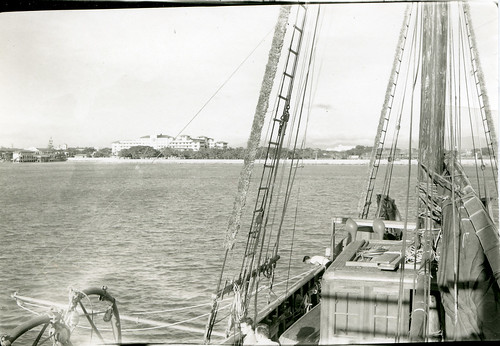 Cheng Ho in Manila Harbor with Manila Hotel in the background