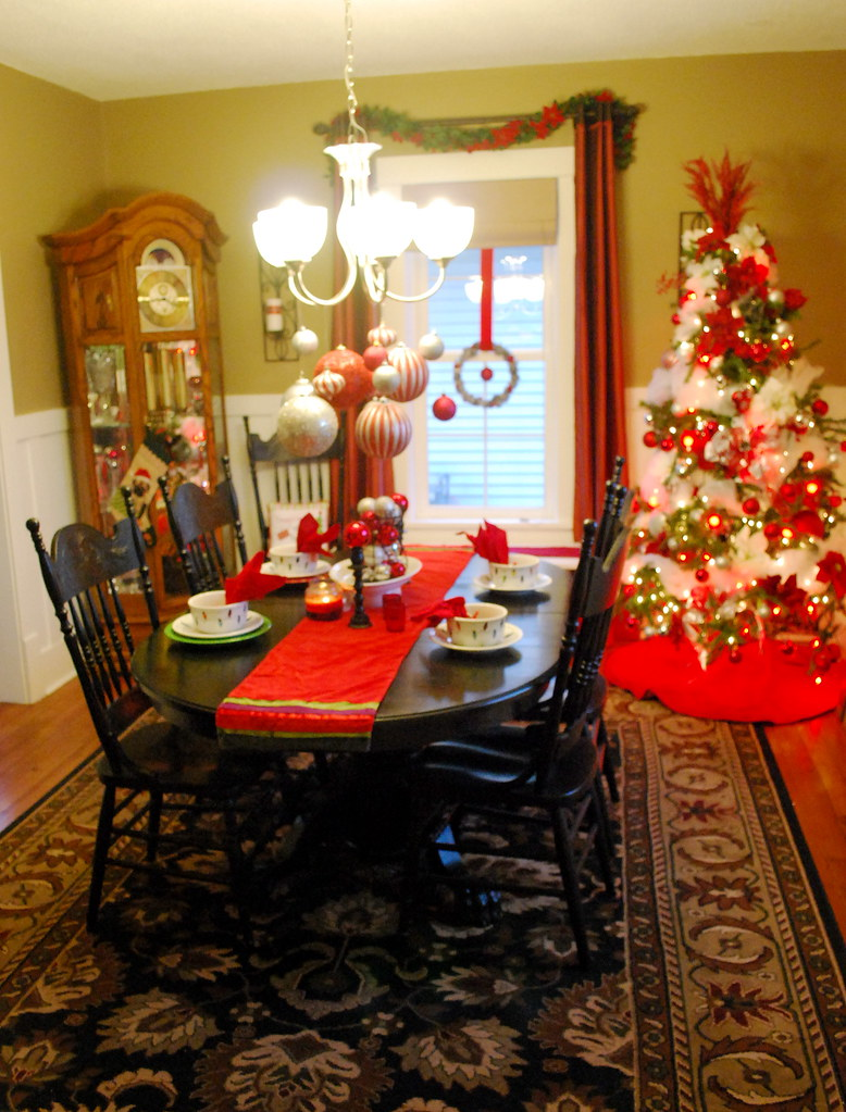 Holiday Home Tour: Dining Room Hutches And Table