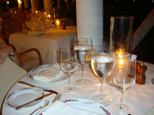 Vista nocturna del restaurante