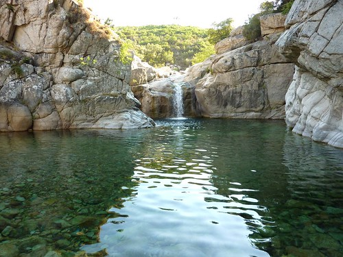 La grande vasque-cascade de la fin de la descente du ruisseau de Sainte-Lucie