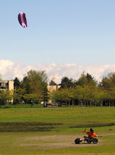 Para-gliding at Garry Point Park in Steveston, BC